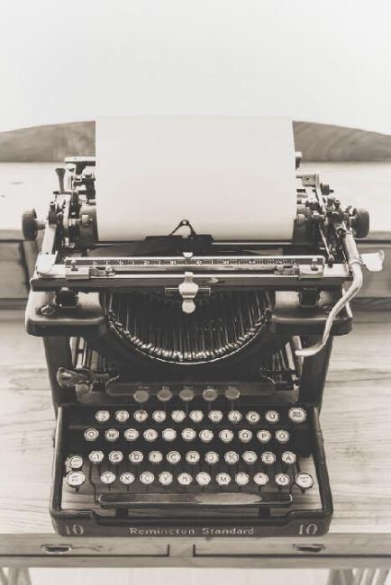 An old-fashioned typewriter.