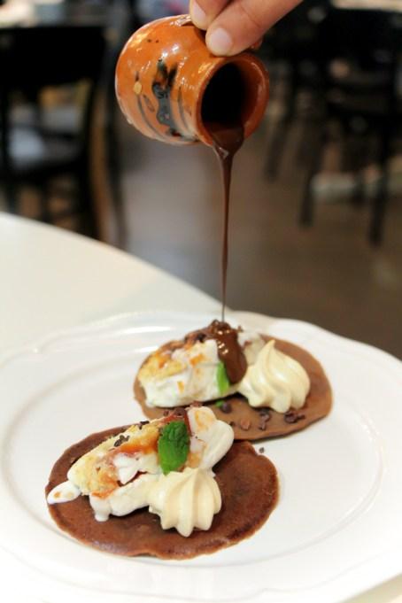 Chocotaco – Chocolate tortilla, Azucar almond ice cream, coco nibs, meringue