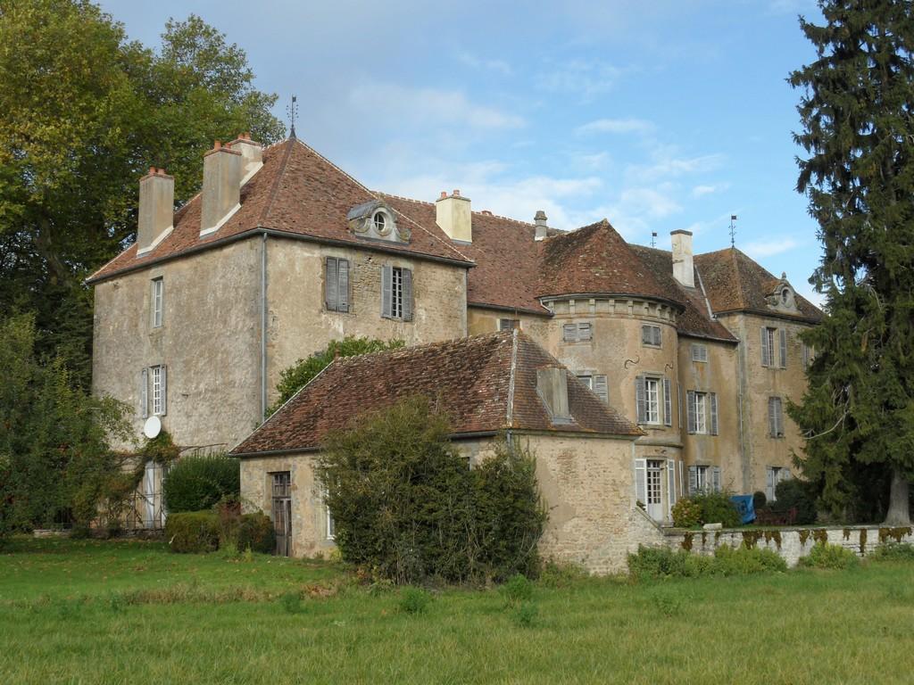 Chateau A Restaurer Bourgogne Chateau U Montellier