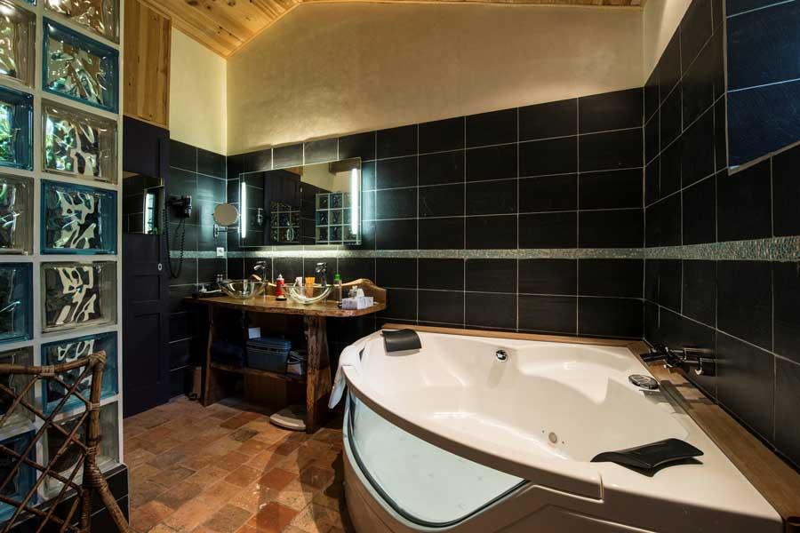 Chambres avec jacuzzi privatif  Suites Luxe avec jacuzzi