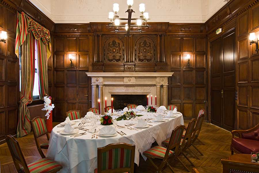 Salles et salons  Mariage ferique au Chteau de Montvillargenne dans lOise