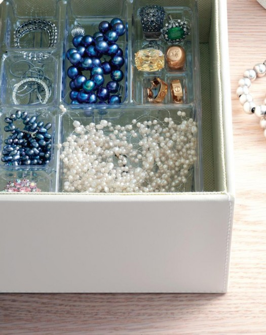Stackable jewellery tray organizing