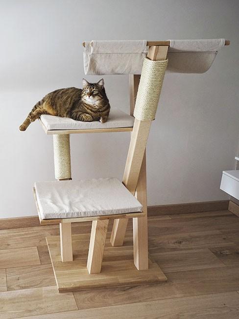 Arbre à chat en bois massif 'Belladone'