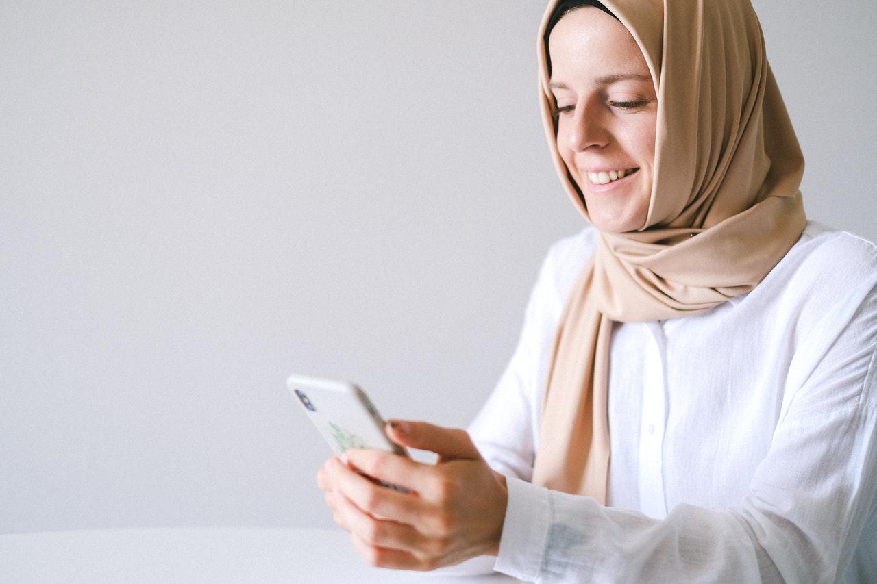 Muslim girl study her chatsifieds english exam learm english faster