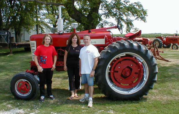 1958 Farmall 450 tractor with Wide Front for sale