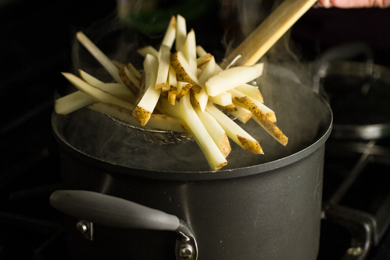 These baked fries are crispy and tasty. and don't require a bit of deep frying! | chattavore.com