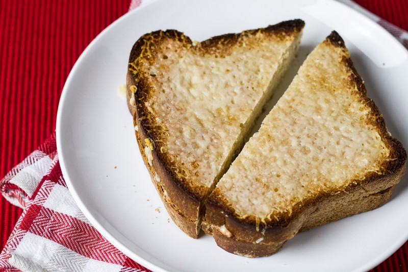 This four-cheese grilled cheese with green onions is not only extremely tasty, it's also extremely easy (it's baked in the oven!). | recipe from Chattavore.com