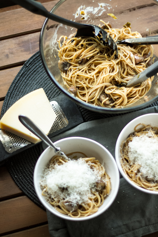 This pasta with mushrooms and cream sauce is rich, delicious, and extremely simple to make! It's a great weeknight dinner. | recipe from Chattavore.com