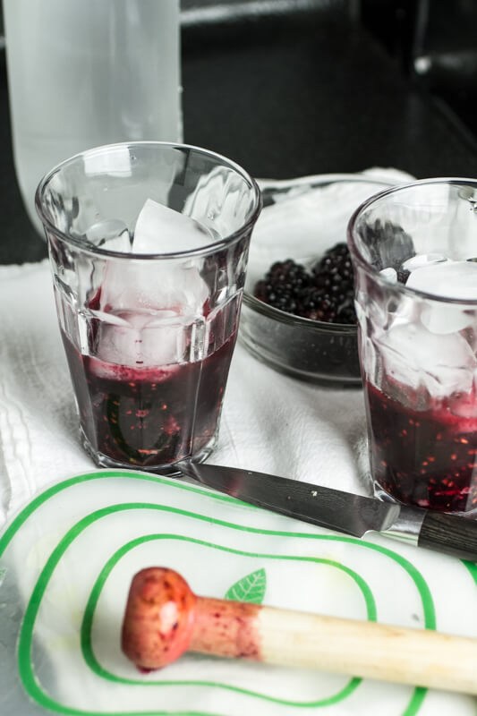 This virgin blackberry mojito is perfect for those hot summer days when you want a fruity drink but don't want to bother with alcohol! | chattavore.com