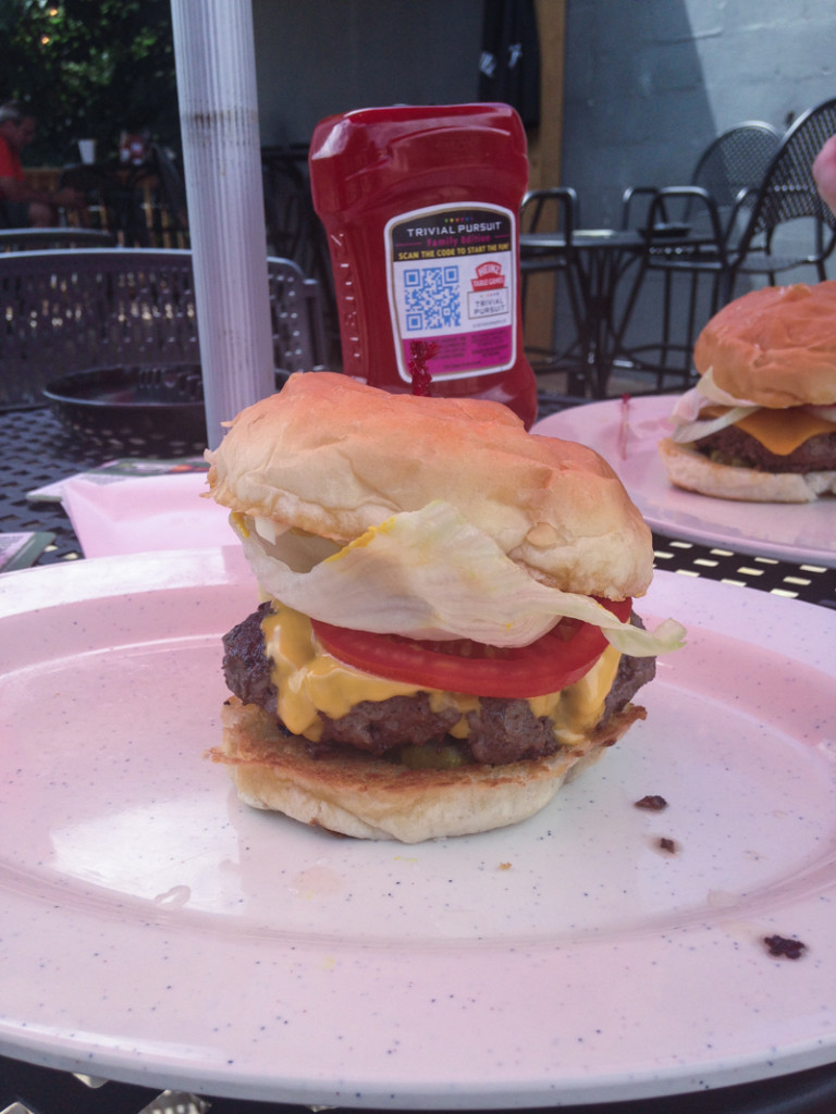 Mike's Hole in the Wall is a great place in #Chattanooga to get a burger! #CHA #CHAeats | chattavore.com