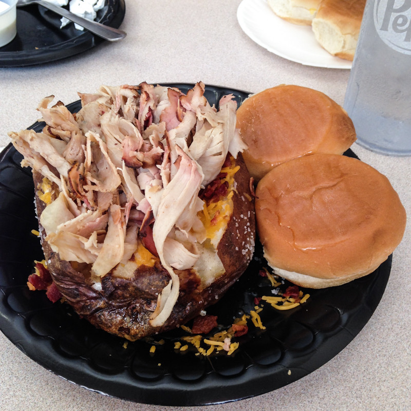 Couch's BBQ is a popular, family-owned barbecue restaurant that's been located in Ooltewah, Tennessee, near Chattanooga, since 1946. | restaurant review by Chattavore.com