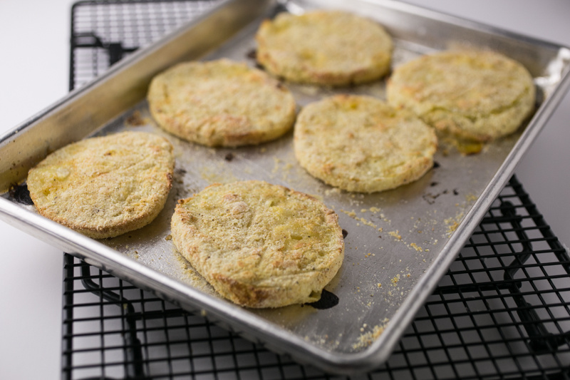If you love fried green tomatoes and bacon, you'll love this fried green tomato sandwich with bacon and remoulade! It's a new Southern classic. | recipe from Chattavore.com