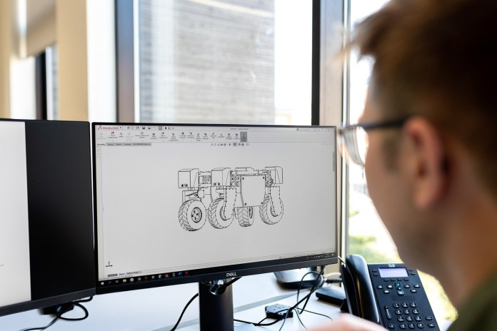 Engineer Engineering Mechanical - RAEng_Publications / Pixabay