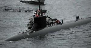 Um submarino nuclear dos EUA atingiu um objeto submerso no Mar da China Meridional no sábado, de acordo com dois oficiais de defesa