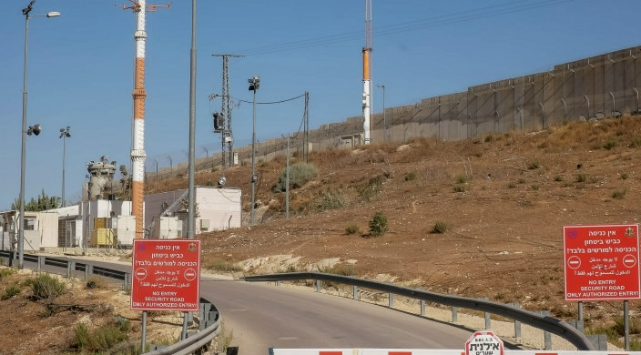 Israeli checkpoint between Israel and the West Bank
