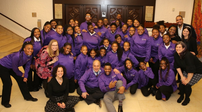 Posed photo the The Soul Children and director Walt Whitman posing with the staff of Am Shalom synagogue