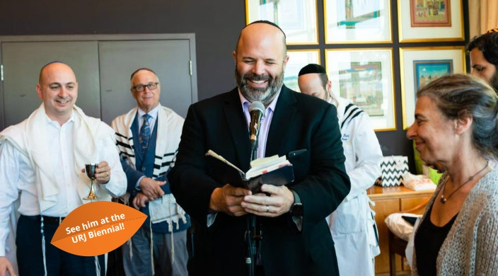Rabbi Dan Moskovitz with worshippers