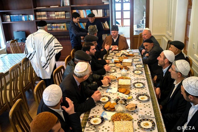 Islamic clergy came to the Synagogue and celebrate Passover together with the Jews in Azerbaijan.
