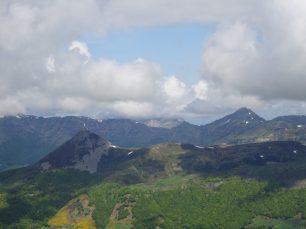 vue sur le Puy Griou et au loin le Puy Mary