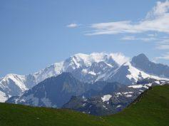 au pied du rocher , vue sur le Mont Blanc