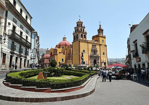 Plaza de la Paz and Basilica