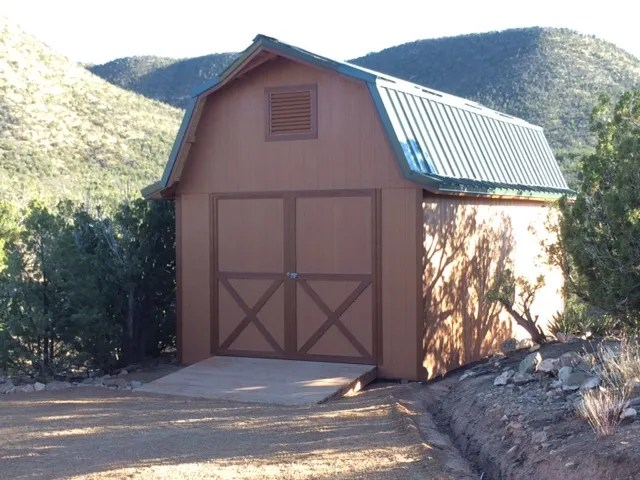 28-barn-style-shed-metal-roof