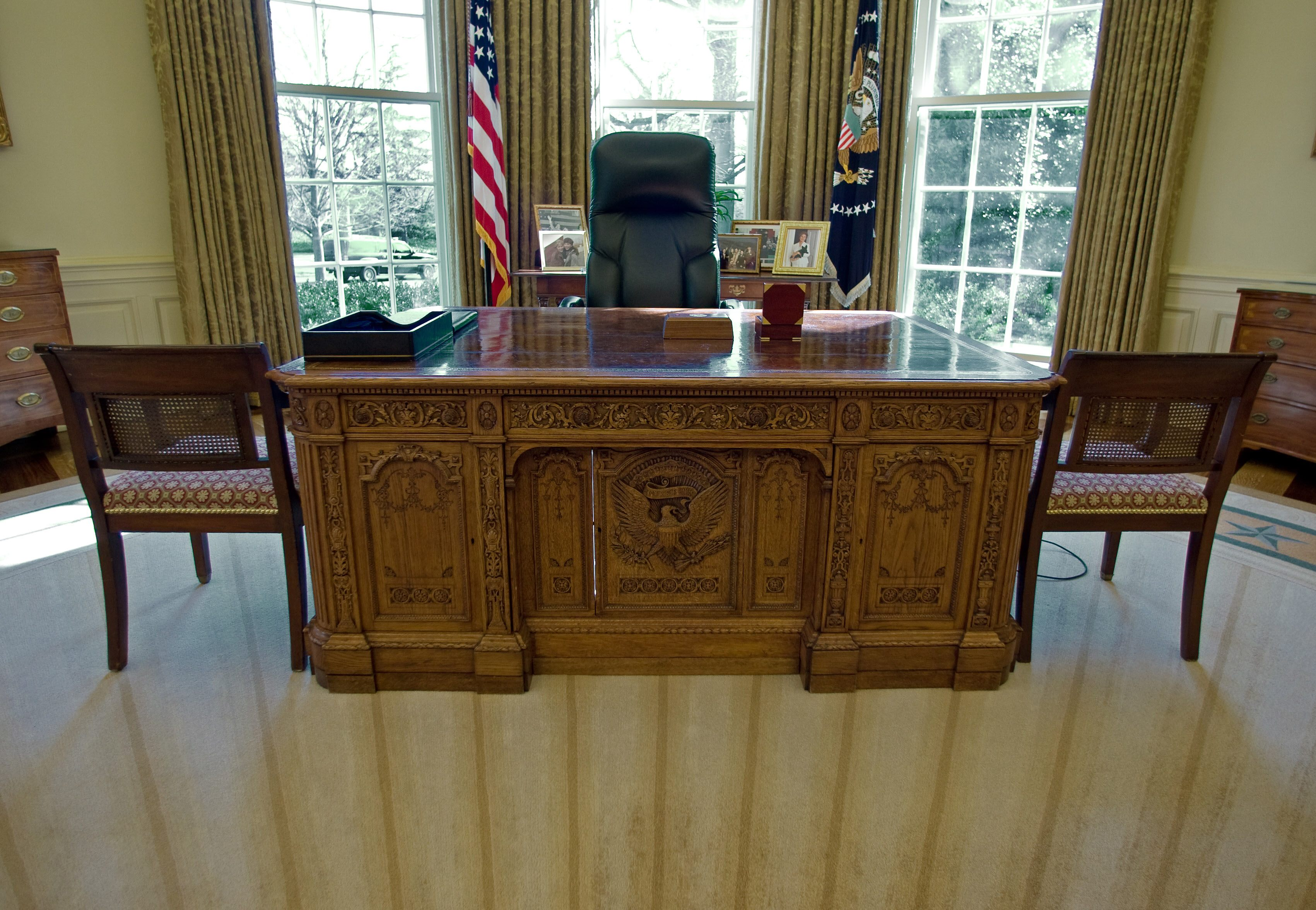 Secrets of the Oval Offices Resolute Desk Used by Every