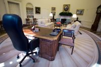 Post News: Secrets of the Oval Offices Resolute Desk ...