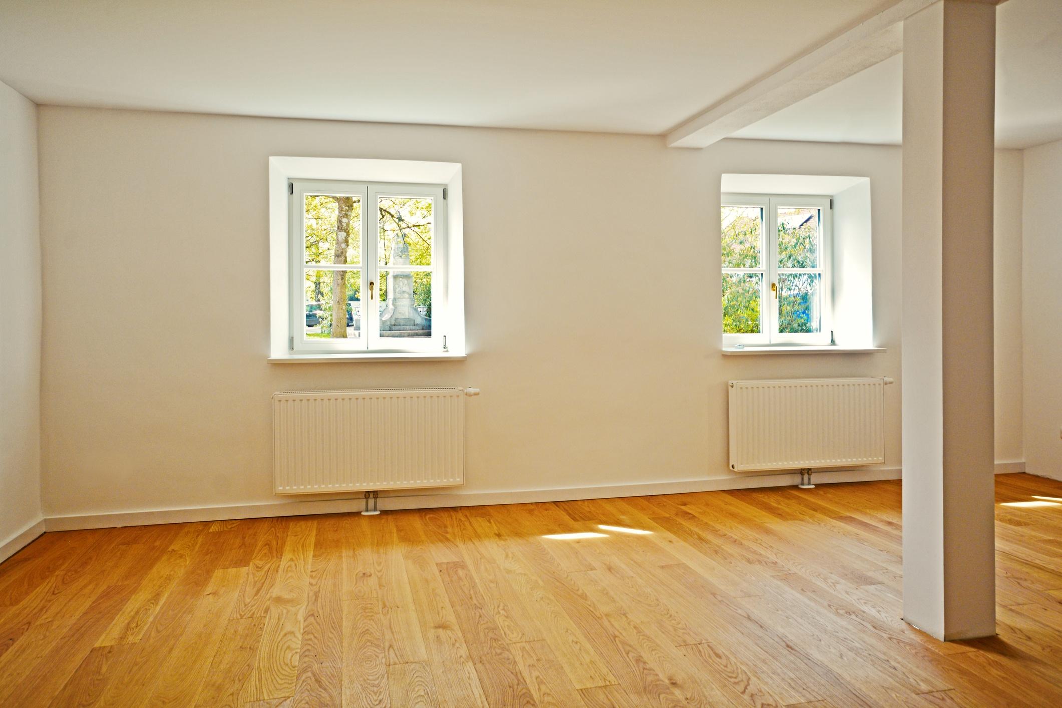 title | empty living room