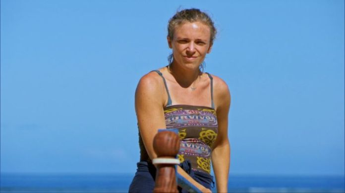 Sophie Clarke playing in the immunity challenge on episode 11 of