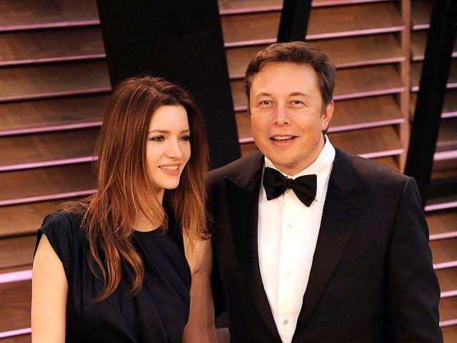 Talulah Riley and Elon Musk arrive to the 2014 Vanity Fair Oscar Party