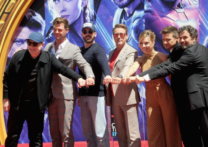 Kevin Feige, Chris Hemsworth, Chris Evans, Robert Downey Jr., Scarlett Johansson, Jeremy Renner, and Mark Ruffalo den MCU
