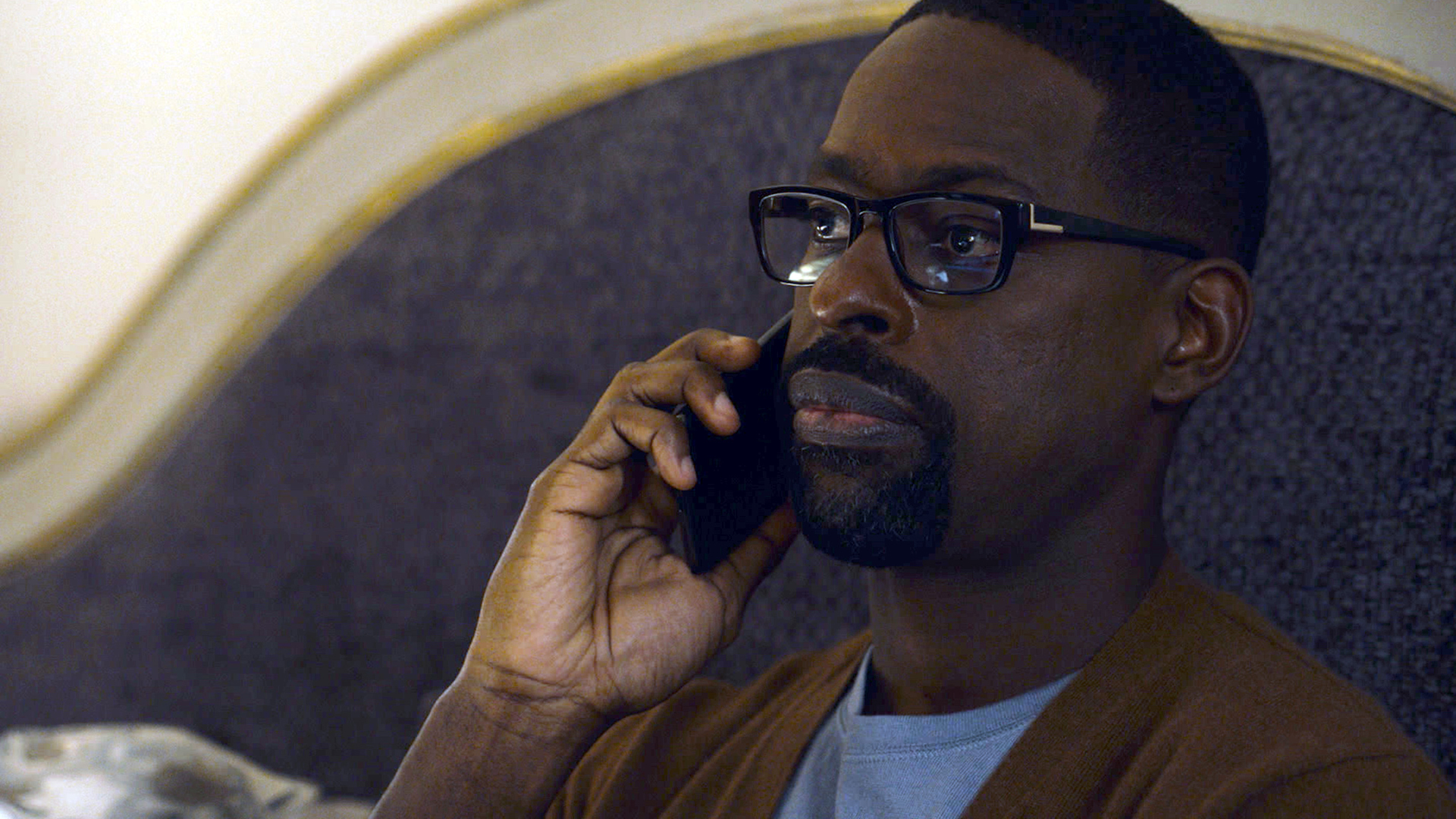Sterling K. Brown as Randall Pearson calls Hai about his birth mother, Laurel, on Season 5 'This Is Us' 5 Episode 5