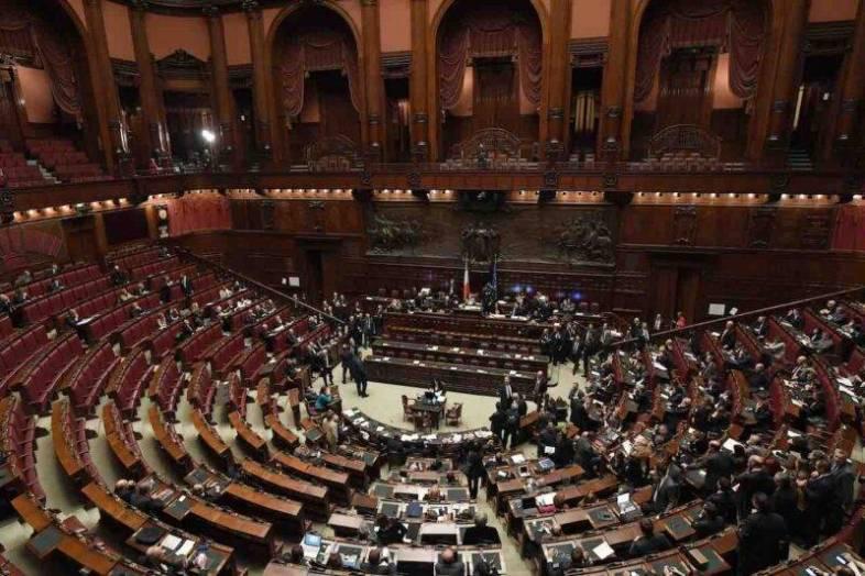 Sì al taglio dei parlamentari in Italia: come cambia il Parlamento