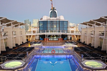 Das Pooldeck der Celebrity Equinox