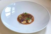 Salvo Maggiore: Gnocchi di calamaro, zuppetta di ricci pelli di patata fritte, shiso rosso e cerfoglio.