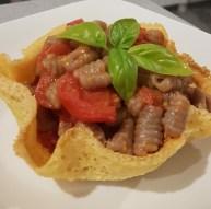 Roberta Sun: Gnocchetti di castagna con pomodorino Piccadilly in cialda di Grana