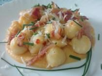 Ileana Federici: Gnocchi gluten free con purea di cachi, guanciale, 'nduja, pecorino ed erba cipollina.