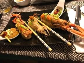 Alessandro Comuzzi: Rivisitazione del sushi su gnocco aromatizzato con baccala, scampi e canocchie grigliati, avocado alternativo al wasabi e crema di frutti di mare al posto della soja.