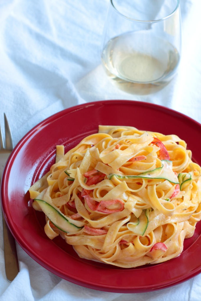 The sauce for this creamy, luscious fettuccine recipe has ONE INGREDIENT but all the bright, fresh veggies will keep you from feeling too guilty to enjoy it.