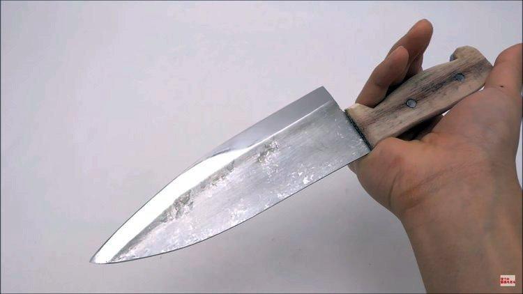 knife maker forges knife out of aluminum foil