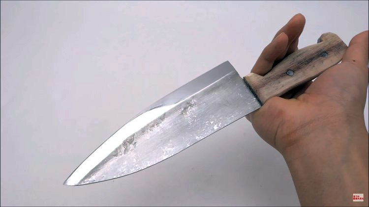 Knife Maker Forges a Chef Knife Out of Aluminum Foil