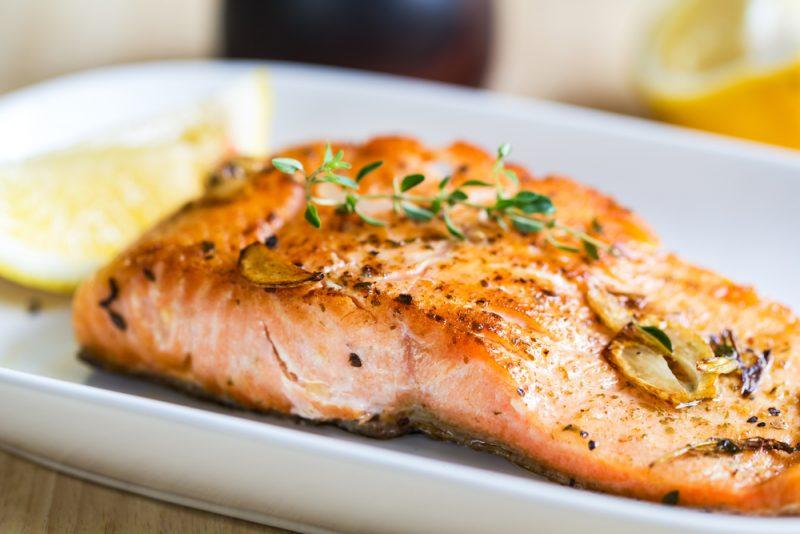 สเต็กปลาแซลมอนในกระทะ