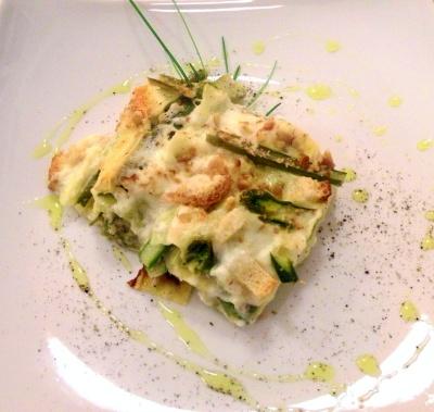 Lasagne al forno con crescenza e scagliette di noci
