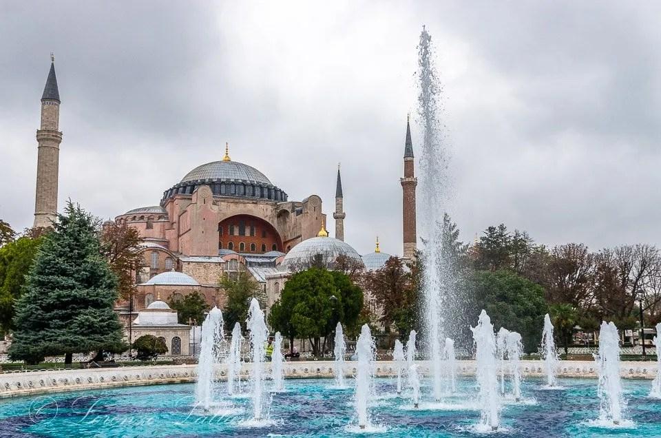 Basilica di Santa Sofia dall'ippodromo a Istanbul