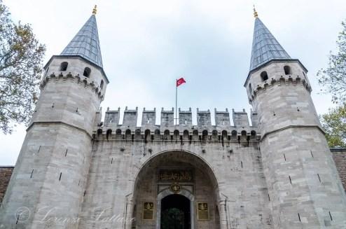 porta imperiale del palazzo di topkapi a istanbul