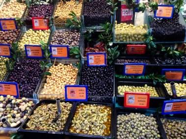 olive al mercato di kadiqoy a istanbul