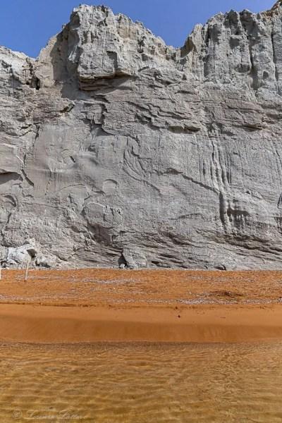 parete di argilla alla spiaggia di xi a cefalonia