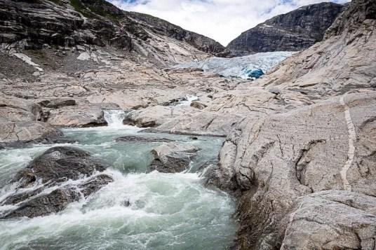 Torrente al ghiacciaio nigarsbrenn