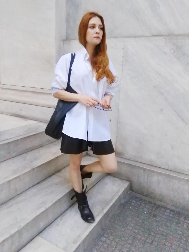 monochrome outfits leather mini skirt